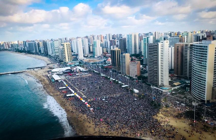 Milhares de fiéis lotam Aterro da Praia de Iracema no XI Evangelizar é Preciso Fortaleza