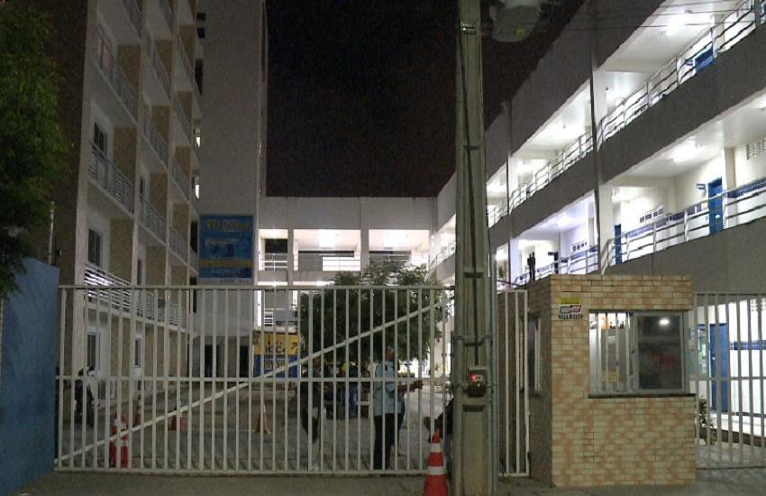 Quatro bandidos invadem faculdade de Fortaleza e fazem arrastão em salas de aula