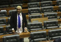 Tiririca em referência a Tiririca é reeleito pela segunda vez deputado federal em São Paulo