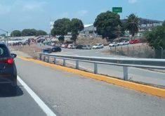 Uma grande fila do carro se formou nas proximidades do aeroporto (FOTO: Reprodução WhatsApp)