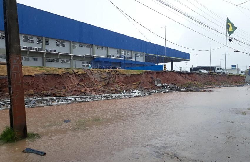 Queda de muro, rua interditada e alagamentos: confira problemas do dia de chuva em Fortaleza