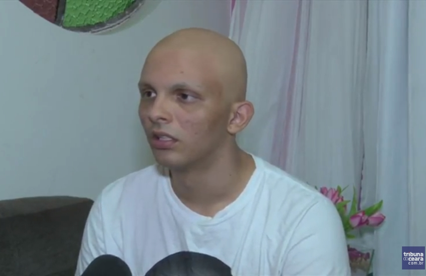Garoto que descobriu câncer ao fazer teste de gravidez havia pedido a namorada em casamento