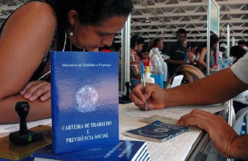 Mulheres de 18 a 24 anos são os que têm mais medo do desemprego em Fortaleza