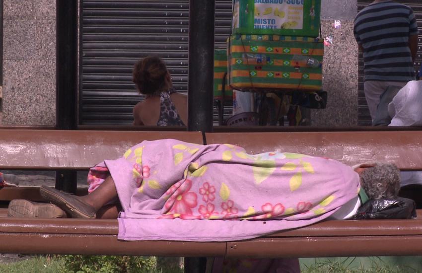 Prefeitura vai retirar pessoas em situação de rua da Praça do Ferreira antes do Natal