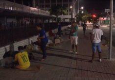 Pessoas em situação de rua ocupam diferentes espaços no Centro de Fortaleza. (Foto: Reprodução/TV Jangadeiro)