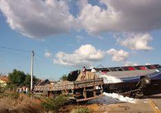 A colisão aconteceu nesta quinta-feira (13) (FOTO: Reprodução/ Whatsapp)