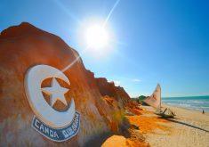 Canoa Quebrada é uma das praias mais famosas a ser atendida pelo aeroporto de Aracati. (Foto: Reprodução)