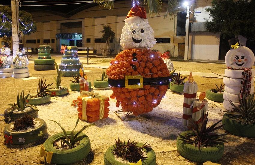 Decoração natalina feita de material reciclável