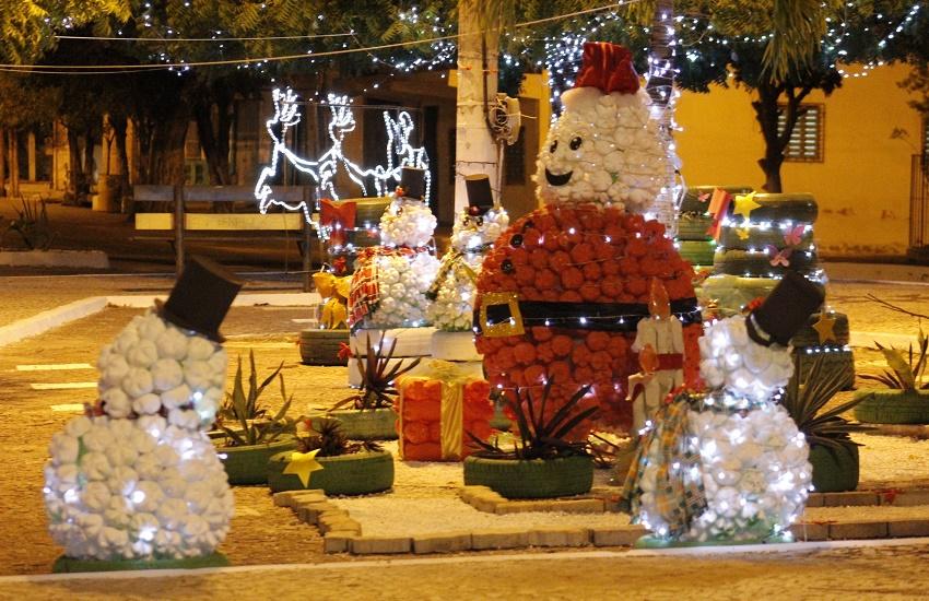 Veja como ficou a decoração natalina feita apenas com material reciclável no Ceará