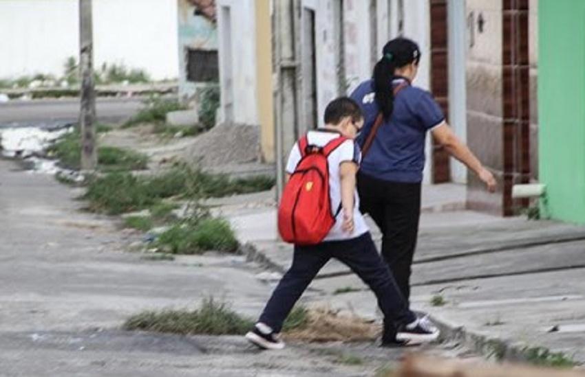Prefeito anuncia projeto para garantir mais segurança no trânsito no entorno de escolas