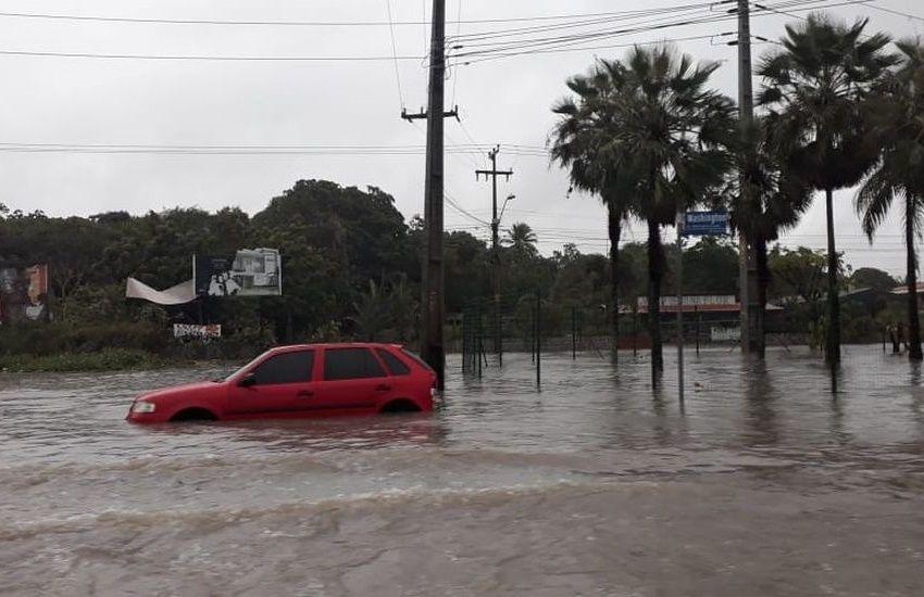 Veja vídeos da forte chuva que alagou Fortaleza neste domingo