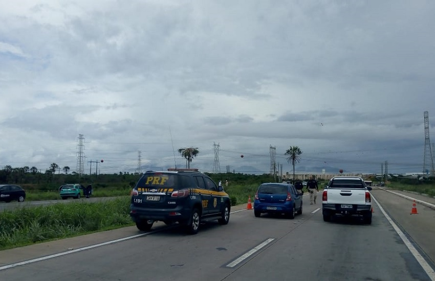 BR 020 é bloqueada após ataque à torre de energia em Maracanaú