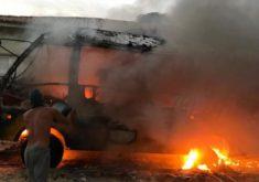 Um ônibus escolar foi o alvo do primeiro ataque em Jericoacoara (FOTO: Reprodução/Whatsapp)