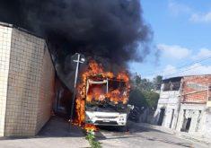Vários ataques foram registrados em Fortaleza (FOTO: Reprodução WhatsApp)