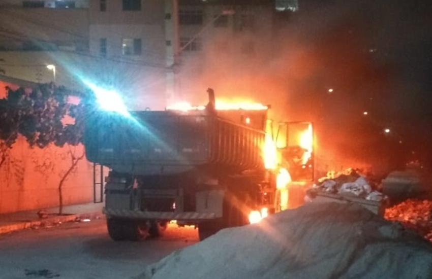Bandidos ateiam fogo em caminhão de lixo no Papicu