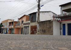 Lojas, comércios e postos de saúde foram fechados no Grande Bom Jardim (FOTO: Dorian Girão)
