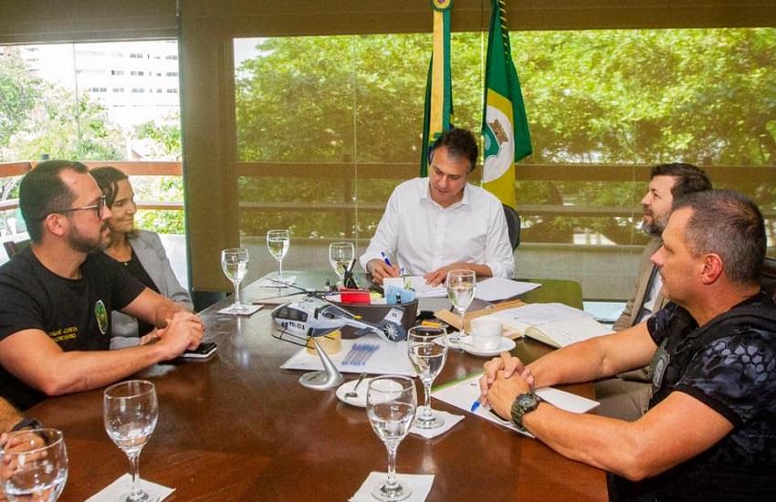 Lei da Recompensa pagará até R$ 30 mil por informações de crimes, anuncia Camilo Santana