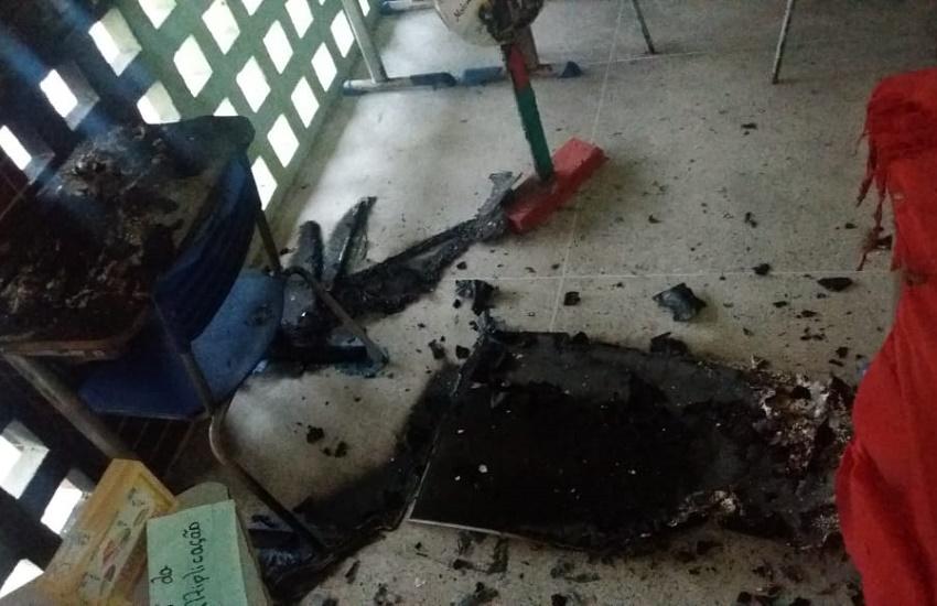 Bandidos incendeiam duas escolas públicas e um ônibus escolar em Itarema