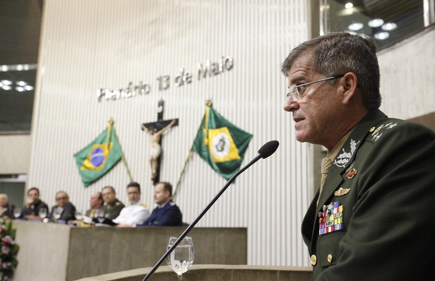 """General Theophilo oferece intervenção federal após ataques no Ceará: """"Está na mão do governador"""""""
