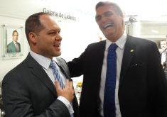 Heitor Freire ao lado de Bolsonaro