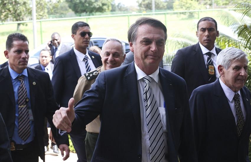 """Bolsonaro cutuca Camilo ao enviar Força Nacional ao Ceará: """"Posição radical contra nós"""""""