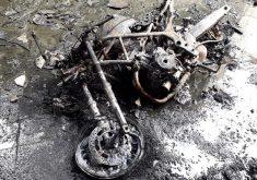 Uma loja de motos foi incendiada