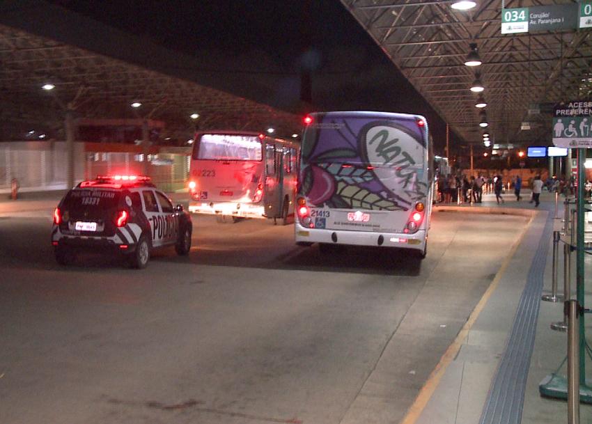 Ônibus seguem sob escolta policial apesar da redução de ataques criminosos em Fortaleza