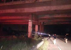 Cartas foram jogadas próximas a viaduto que sofreu ataque. (Foto: TV Jangadeiro)