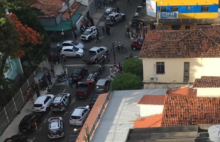 Assalto a ônibus a 1,5 km do Palácio do governador causa pânico em passageiros