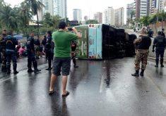 ônibus tombou em túnel da engenheiro santana júnior