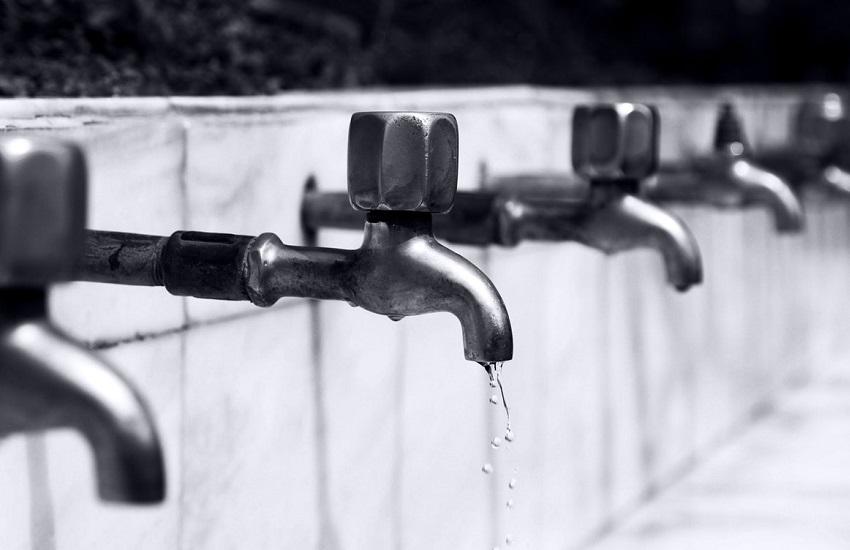 Heitor Férrer entra com ação contra aumento da tarifa de água no Ceará