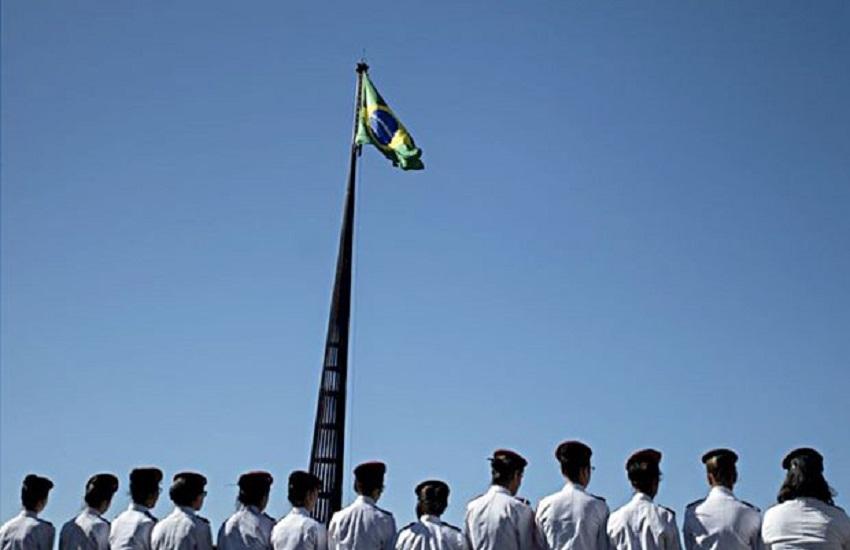 Você concorda que escolas executem Hino Nacional e filmem o ato para enviar ao Governo Bolsonaro?