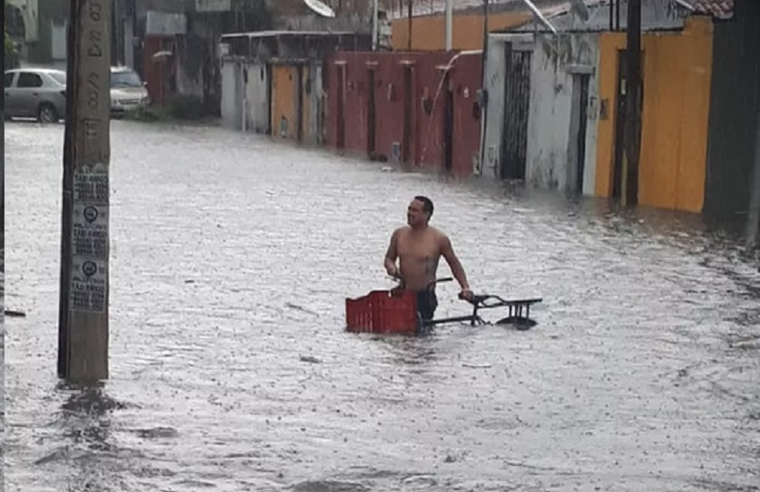 Fortaleza registra alagamentos em diversos bairros nesta sexta; Veja vídeos