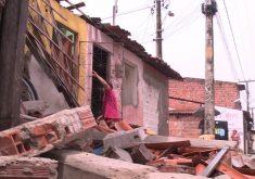 Duas casas foram atingidas com a colisão