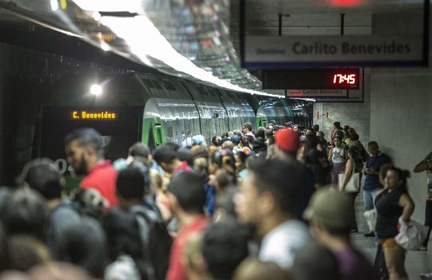 Universitária denuncia caso de assédio sexual dentro de metrô de Fortaleza