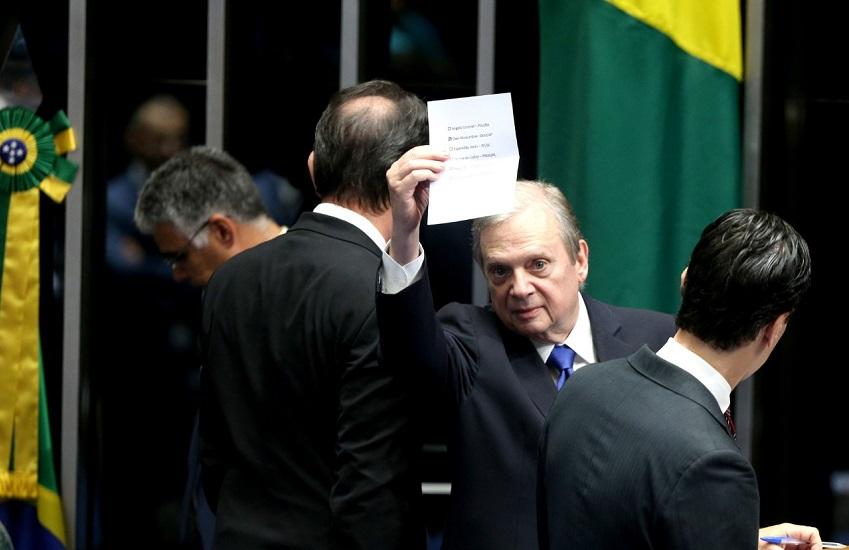 """Tasso diz que eleição de Alcolumbre é momento de """"reconstrução da credibilidade"""""""