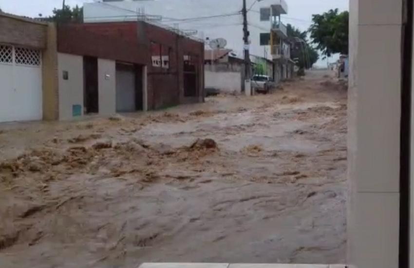 Chuva causa prejuízos em Tianguá: muros derrubados, túmulos expostos e carros levados pela água