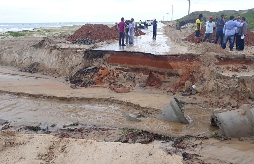 Estrada de acesso à praia de Mundaú