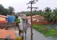 Chuva em Itarema deixou ruas e casas alagadas. (Foto: Reprodução)