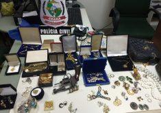 Cuidadora furtava objetos de luxo da casa da idosa. (Foto: Divulgação/SSPDS)