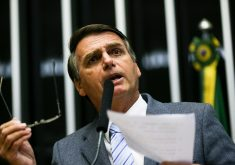 Jair Bolsonaro publicou tuíte em que exibia vídeo pornográfico dizendo ser de um carnaval de rua no Brasil. (Foto: Agência Brasil)