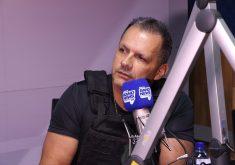 Secretário Mauro Albuquerque concedeu entrevista à Tribuna BandNews FM. (Foto: Thales Dídimo/Tribuna do Ceará)