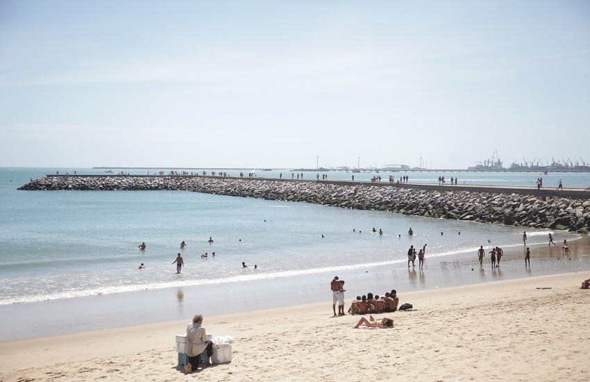 Adolescente desaparecido após entrar no mar é encontrado na Praia de Iracema