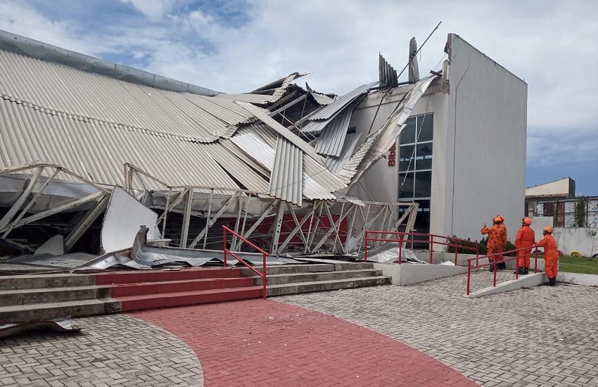 """""""Foi um milagre"""", dizem alunos que oravam em escola quando teto desabou"""
