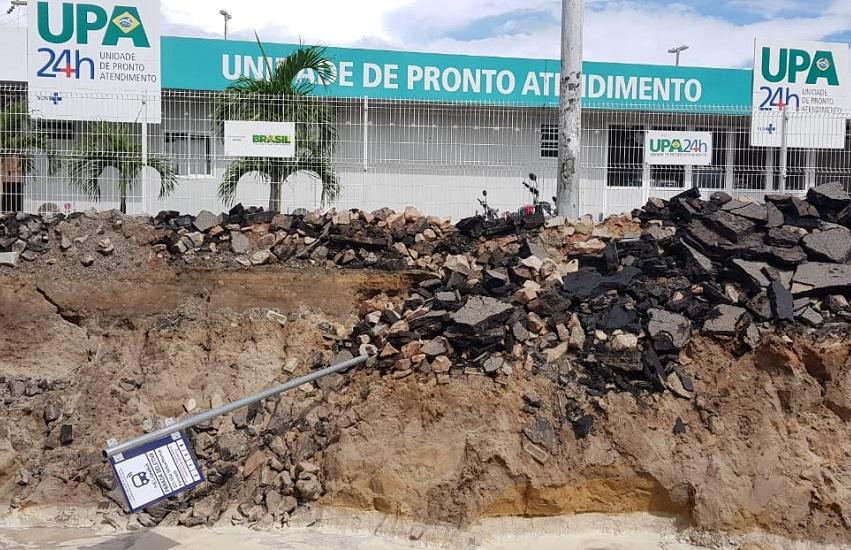 Cratera na avenida da UPA do Vila Velha impede passagem de ambulâncias e prejudica moradores