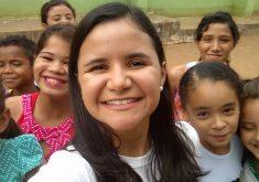 Repórter do Tribuna do Ceará em escola de Coreaú. (Foto: Arquivo pessoal)