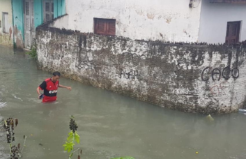 Canal do Lagamar transborda