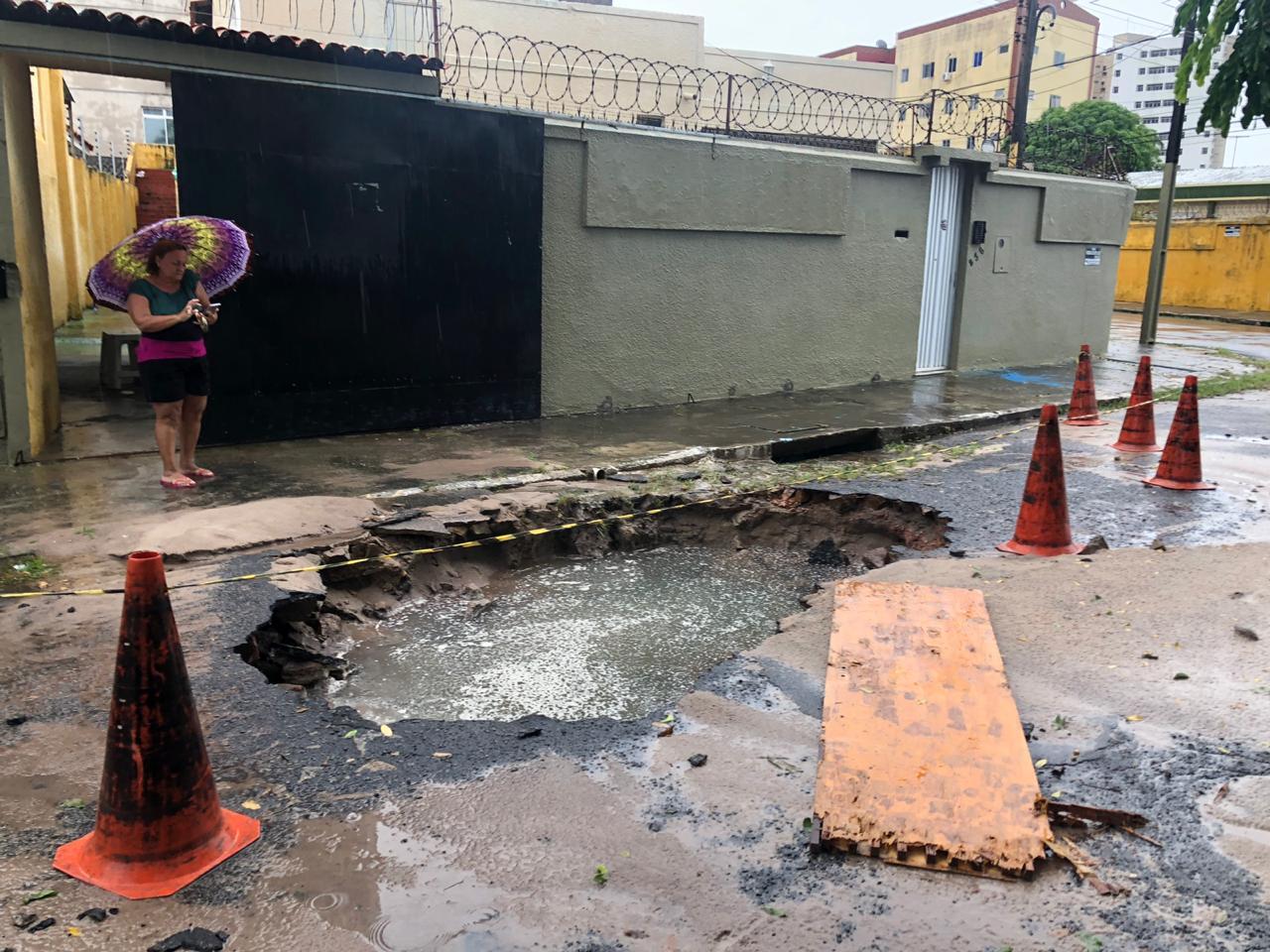 Confira os fones da Prefeitura para quem você pode relatar buracos em vias de Fortaleza