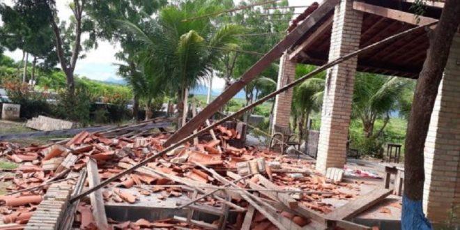 Quatro pessoas ficam feridas após teto de casa desabar em Itapipoca