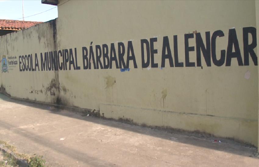 Aluno ameaça professor com faca dentro de sala de aula,em Fortaleza, após ser expulso